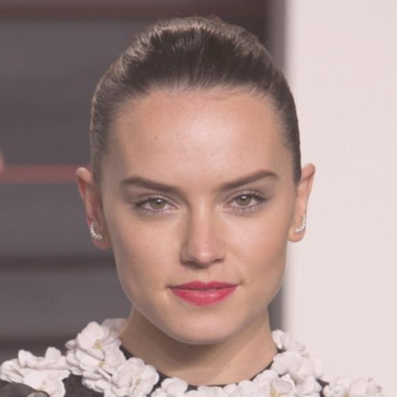 Daisy Ridley leleplezte a sztárok #nomakeup szelfijeit