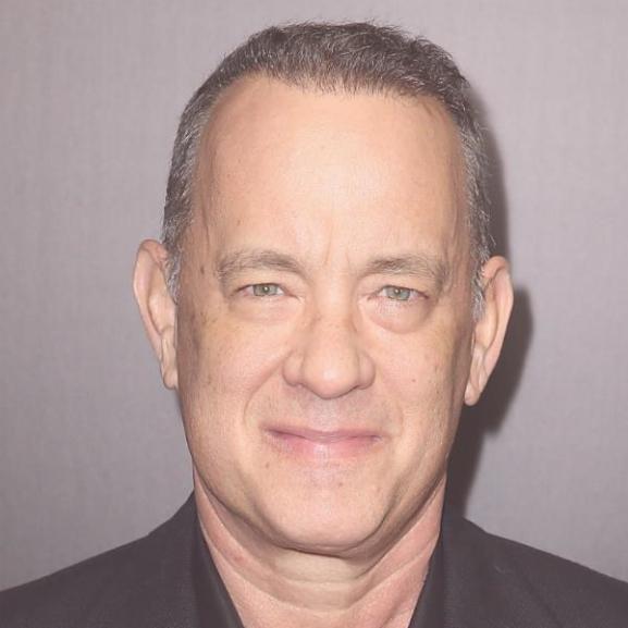 Hevesiek, figyelem! Tom Hanks Eger utcáin lófrál