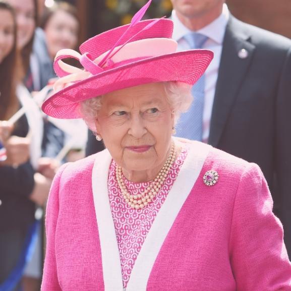 Ez a tündéri kislány bizony Erzsébet királynő!