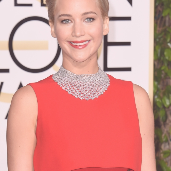 Jennifer Lawrence őszinte vallomása: ezért viselt vörös ruhát a Golden Globe-on