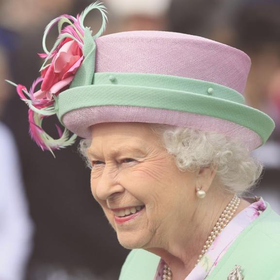 Erzsébet királynő ebben kér segítséget unokáitól