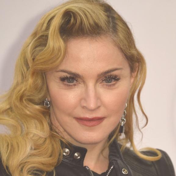 Madonna megbolondult: rajongóját alázta meg a színpadon