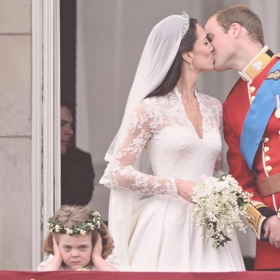 Emlékeztek még Katalin hercegné morcos virágszóró koszorúslányára? Ilyen nagylány már!