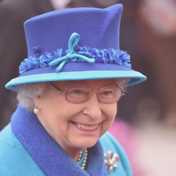 Nézzétek meg Erzsébet királynő uralkodásának 63 kalapját!
