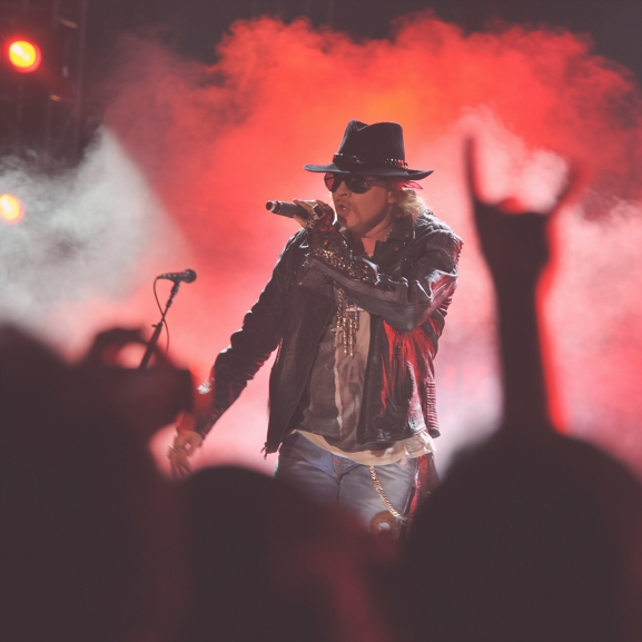 Vége a találgatásnak! Axl Rose az AC/DC új énekese