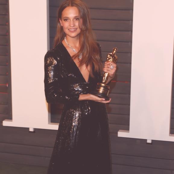 Gyönyörű, fiatal, és Oscar-díjat nyert – de ki is valójában Alicia Vikander?