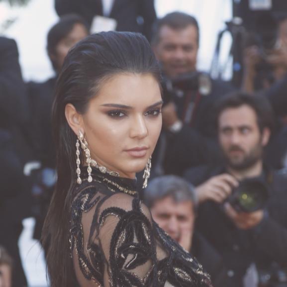 Kendall Jenner áttetsző ruhában vonult végig a cannes-i vörös szőnyegen