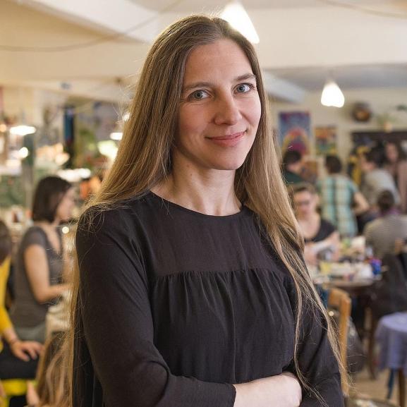 """Újratervező anyukák: """"Nem mindenki érzi jól magát a 24 órás anyaszerepben"""" – Interjú a HellóAnyu alapítójával"""