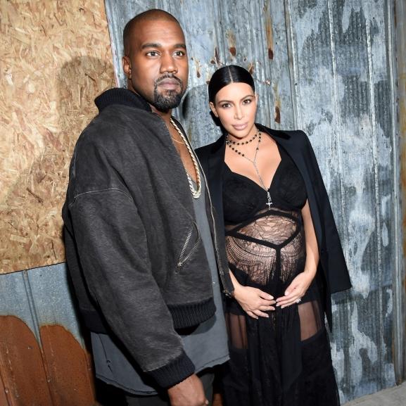 Megérkezett az első egész alakos fotó Kim Kardashian kisfiáról – vagy mégsem?