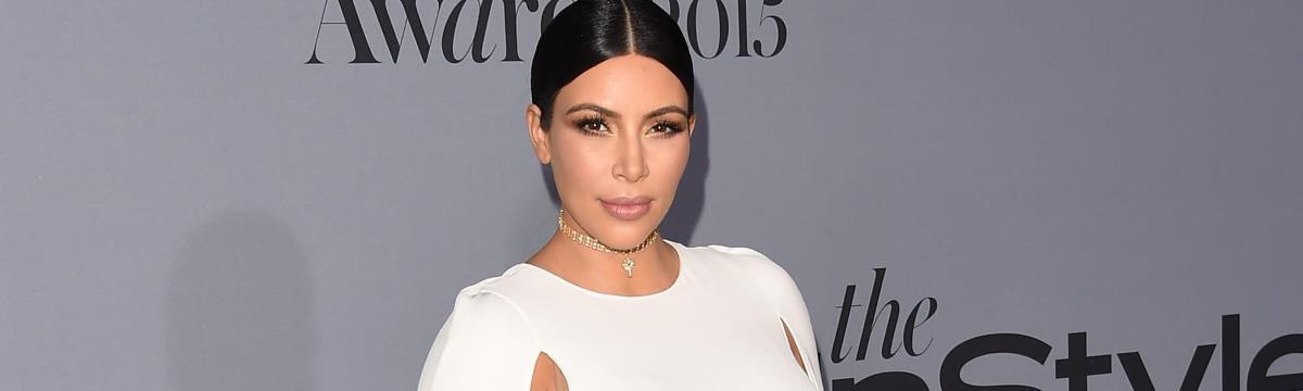 Kim Kardashian csupasz teste helyett ezúttal második gyerekét mutatta meg
