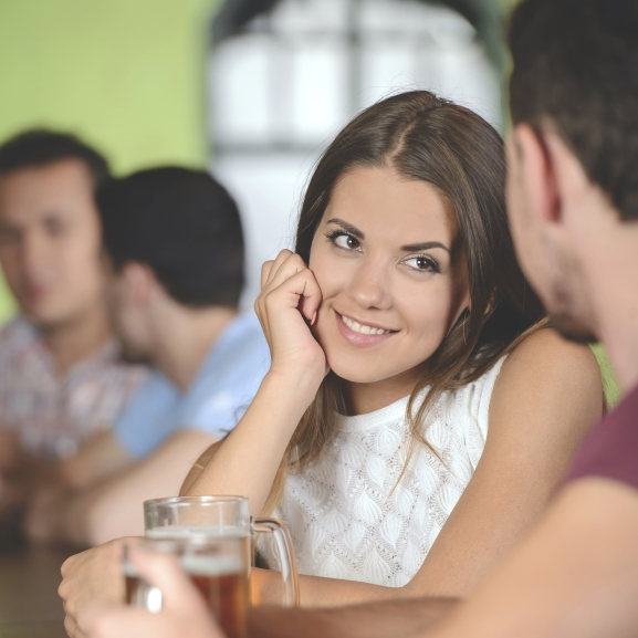 Megfér egymás mellett a flört és a párkapcsolat?