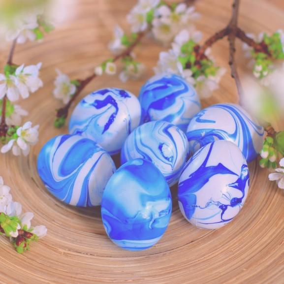Készítsetek márványos húsvéti tojásokat körömlakkal! – NORIE-videó