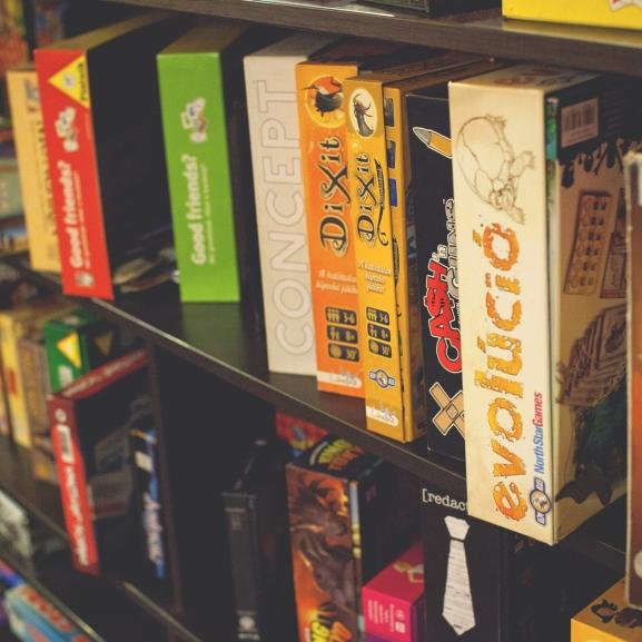 Lépjetek túl a Gazdálkodj okosan! szobabútorán – Gyertek velünk a társasjátékok új világába!