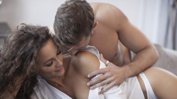 11 jel, szexben jártas