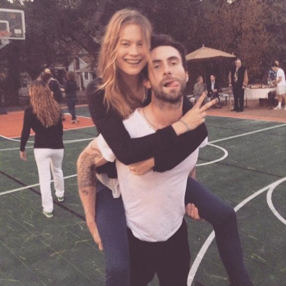 Adam Levine apuka lesz!