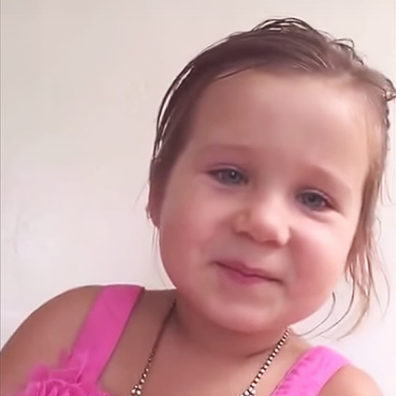 Szupercukin osztja ki édesapját ez a kislány – videó