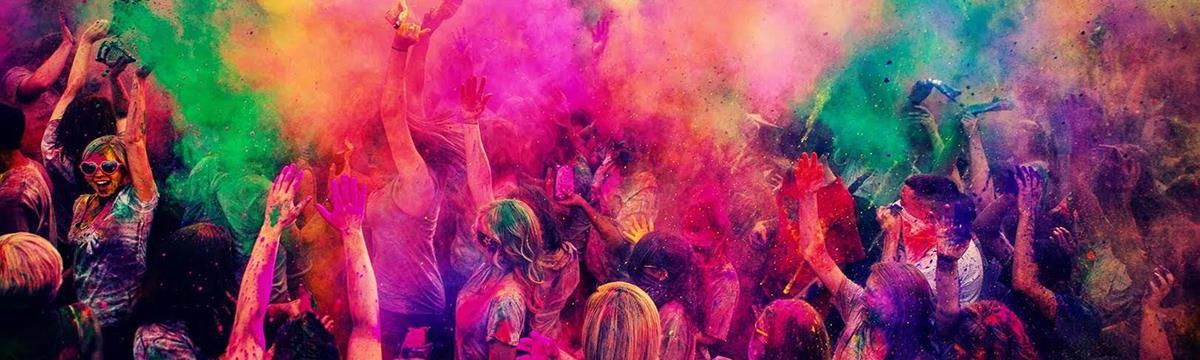 Amikor a világ összes színe a nyakatokba zúdul – Holi-fesztivál Indiában és Budapesten