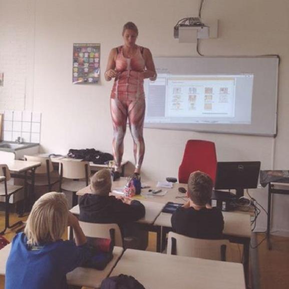 Egy ilyen tanárral mi is imádtuk volna a bioszt – zseniális videó