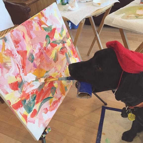 Ismerjétek meg DogVincit, a világ első festőművész kutyáját!