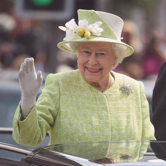 Gyönyörű torta és virágözön: így ünnepelte II. Erzsébet a 90. születésnapját