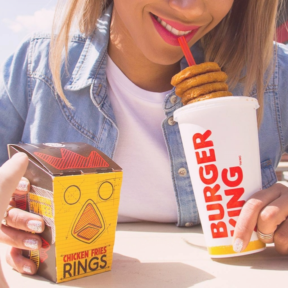 Hála az egyik legismertebb gyorsétteremnek, jön a hamburgeres szauna vagy épp szaunás hamburger (?!)