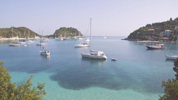 Furcsa fóka, őrült utak és fantasztikus tájak – Kevésbé ismert úti célok a görög szigeteken