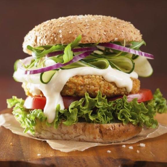 Klasszikus? Vegán? Gourmet? 3 kihagyhatatlan hamburgerrecept egy helyen!