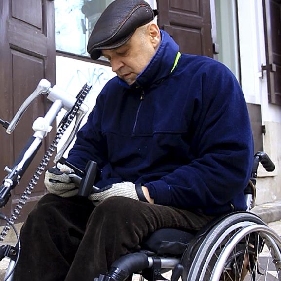 Ez a legjobb segédeszköz mozgássérülteknek a kerekes szék óta