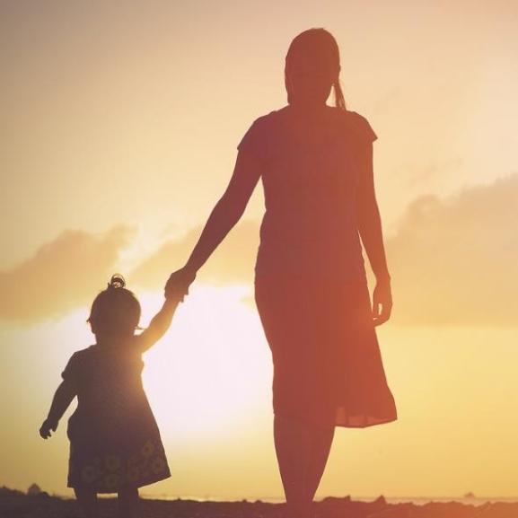"""""""Mi, anyák, mosolyogva adjuk fel az álmainkat"""" – nyílt levél Puzsér Róbertnek"""