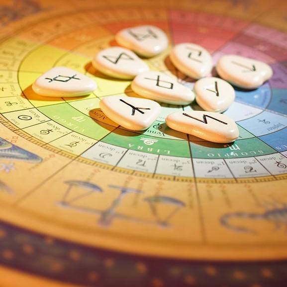 3 asztrológiával foglalkozó könyv, amely segít jobbá tenni 2019-et