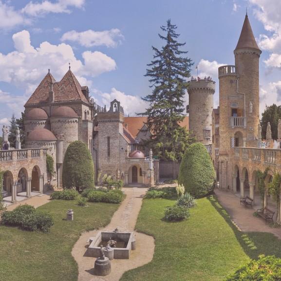 4 magyar kastély, ahol igazi Csipkerózsikák és hercegnők lehettek! Puha Andrea