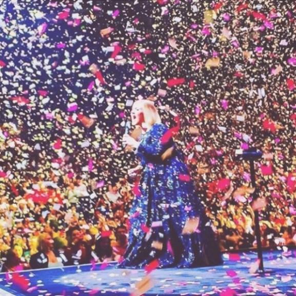 adele koncert konfetti