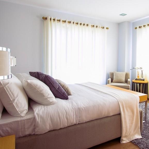 ágy hotel fehér ágynemmű
