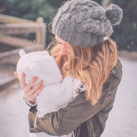 anya gyerek újszülött baba csecsemő