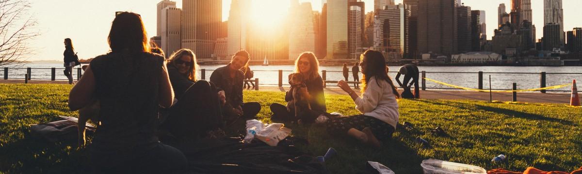 baratok-park-piknik-varos-delutan-naplemente