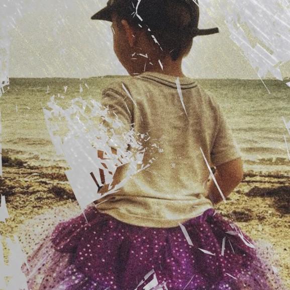 Barok Eszter Botrány lett a pink tütüben futkosó kisfiú történetéből: ez tényleg bántalmazás?
