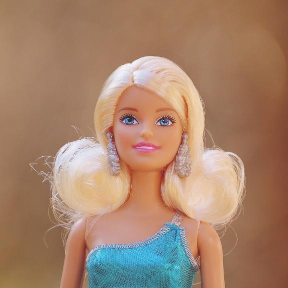 Kislányotok lesz? Válasszatok neki Barbie-nevet!
