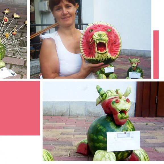 Békési dinnyéből gyönyörű páva Balázs Lívia dinnyeszobrász verseny faragás szobor