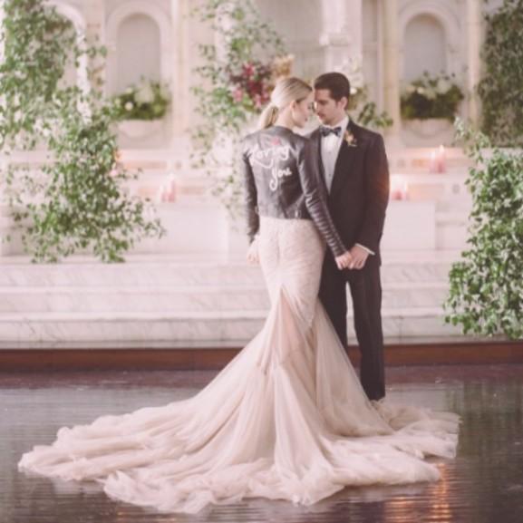 bőrdzseki menyasszony esküvő