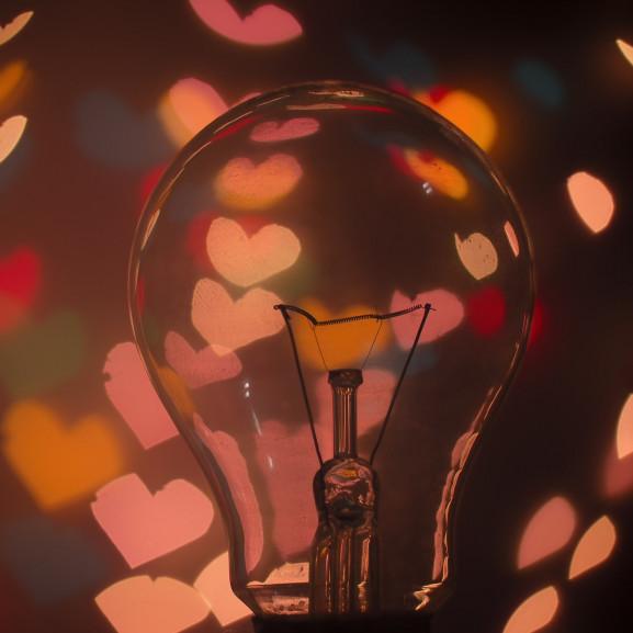 bulb-1866448_1920
