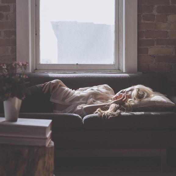 Zsugorodó agy és hízás – Így tesz tönkre titeket a kialvatlanság