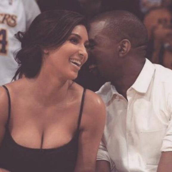 Megszületett Kim Kardashian második gyermeke – lehet találgatni, milyen nevet kapott!
