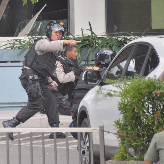 Robbantássorozat történt Indonézia fővárosában