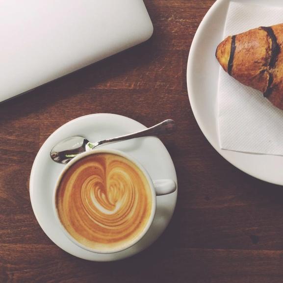 A reggeli szex jobban felpörget, mint egy bögre kávé