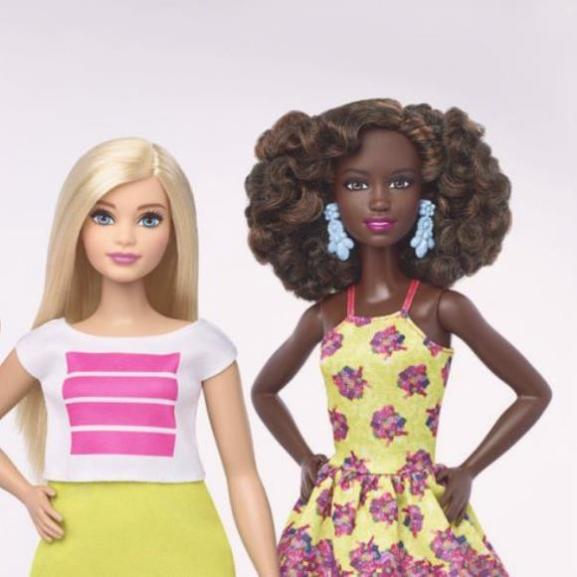 57 évesen, megújult külsejével a Time magazin címlapjára került Barbie
