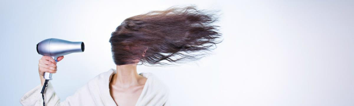 Végre megtudtuk, miért zsírosabb a nők haja menstruáció idején