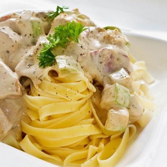 Cookta  Egy olasznak hitt amerikai: kihagyhatatlan tejszínes-csirkés tészta Alfredo módra
