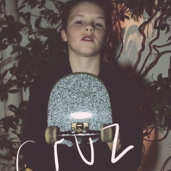 cruz-beckham-zenei-karrier-pop
