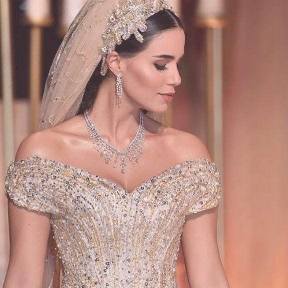 csillogo-menyasszonyi-ruha-eskuvo