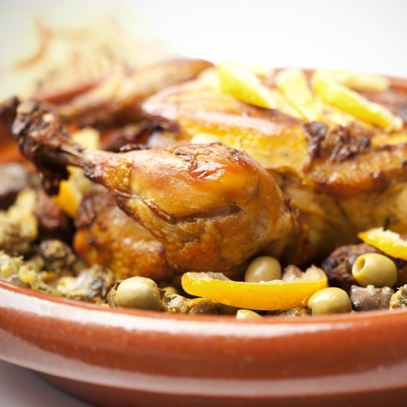 Készítsetek ínycsiklandó marokkói citromos-olívás csirkét tadzsinban!